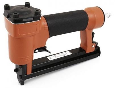 Пистолет скобозабивной пневматический (скобозабиватель) Miol 81-710